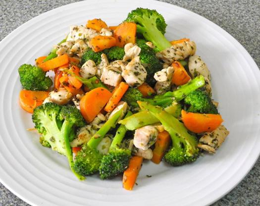 Овощи на гриле  зимние( брокколи,брюсельская, цветная капуста и морковь в соевом соусе)