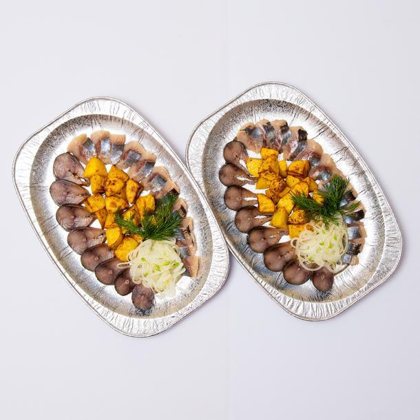 Селедочка по-русски с картофелем запеченым, скумбрия холодного копчения, с марин. луком)