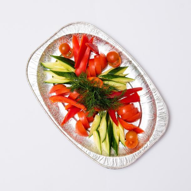 Ассорти овощное (томаты, огурцы, перец болгарский, зелень)