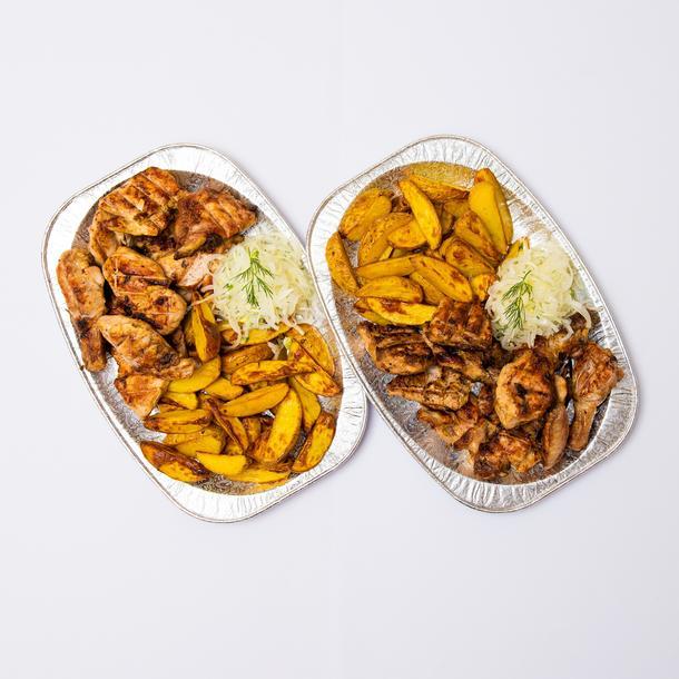 Шашлыки в стол (куриный шашлык), соусы в ассортименте, лук маринованный
