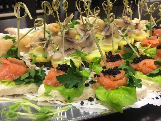 Ассорти из рыбных тостов