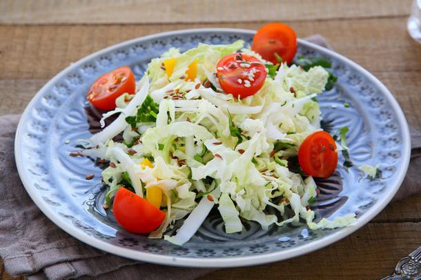 Салат «Венский» (капуста, морковь, болг.перец, кукуруза, томаты, салатная за-правка) (только для комплексных обедов)