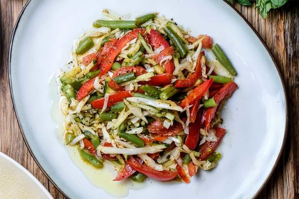 Салат «Овощной» (огурец, томаты, капуста, кукуру-за сладкая, салатная заправка)